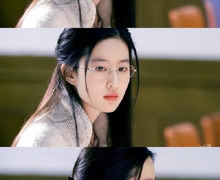 刘亦菲鹅蛋脸雪白的肌肤一头乌黑色的长发穿着简单又魅力十足!