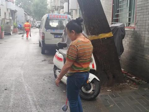 北京老胡同60岁大妈,以前工作看似普通实际特殊,退休金能拿多少