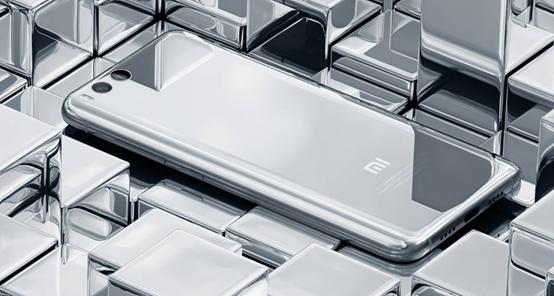 上下折叠屏手机小米6复刻版搭载骁龙888 Pro芯片