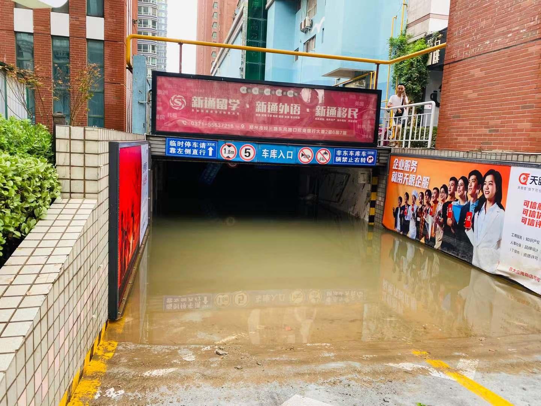 郑州金水区农科路附近的现场情形澎湃新闻记者薛莎莎