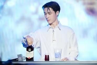 """百龄坛威士忌携手全球品牌代言人张艺兴打造百味人生""""艺""""站"""
