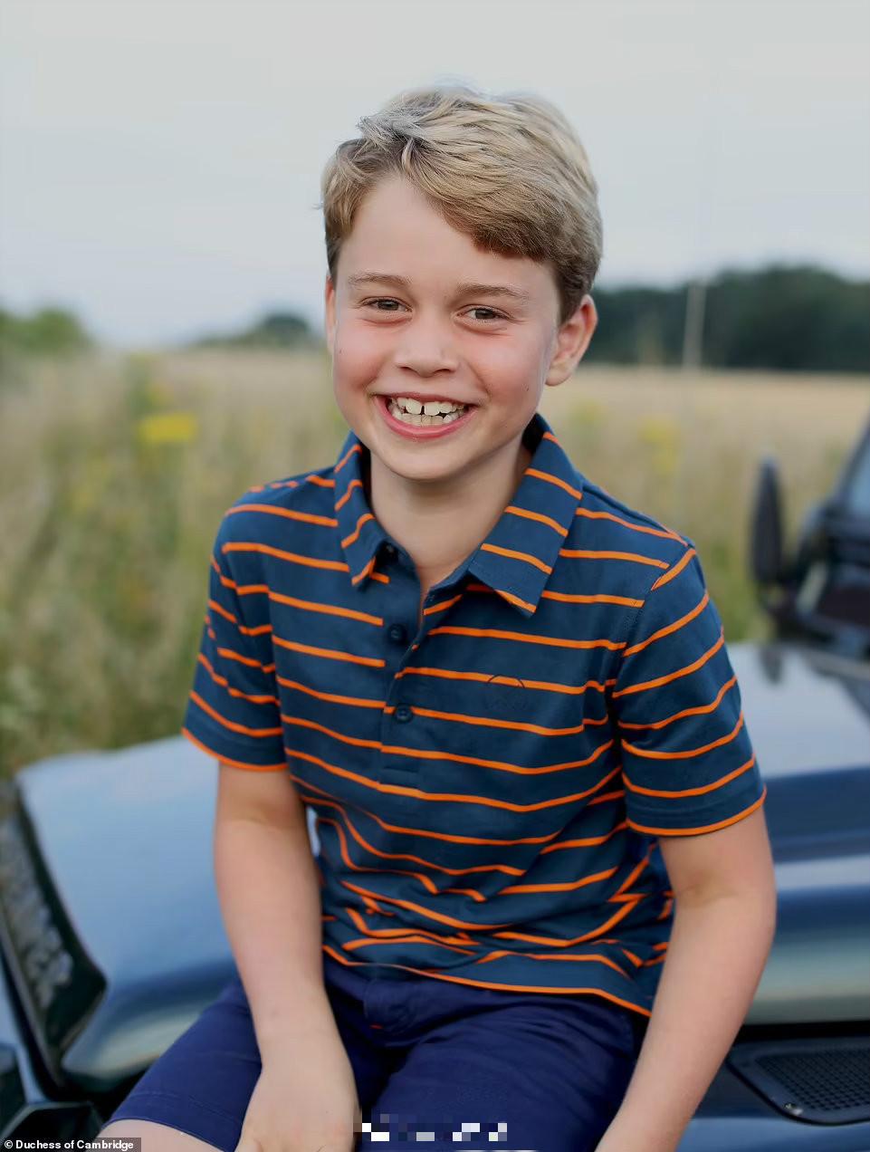 乔治小王子8岁生日照曝光 对镜头甜笑越来越像爸爸威廉王子