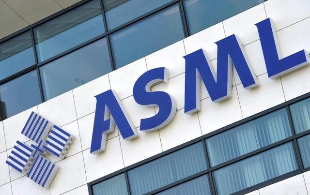 《【超越平台注册网址】全球芯片热,ASML赚大钱:EUV光刻机卖9.4亿,欠1330亿订单没交货》