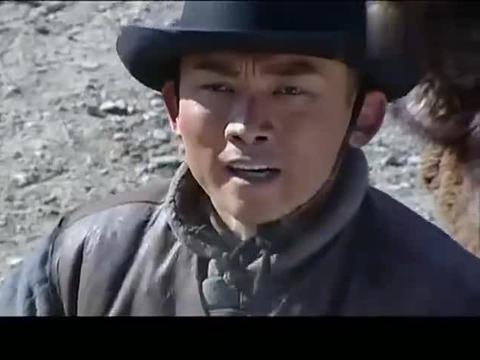 几十年前被流放的犯官,全然不知清朝早已灭亡,还在等皇上的圣旨
