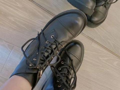 1s修饰脚型,大脚救星!Kasmase大小姐马丁靴显腿瘦显脚小真的绝了