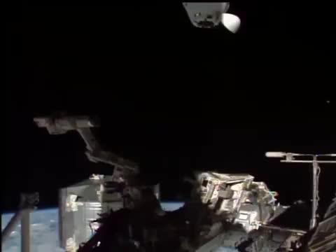 """SpaceX公司的""""龙""""号载人飞船与空间站重新对接"""