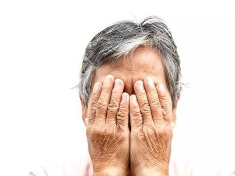 水杨酸类中毒病因是一次吞服剂量过大,频繁使用水杨酸类药物