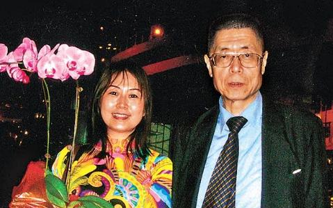刘诗昆81岁生女儿完胜大刘,两人娇妻罕见同框,甘比让C位情商高
