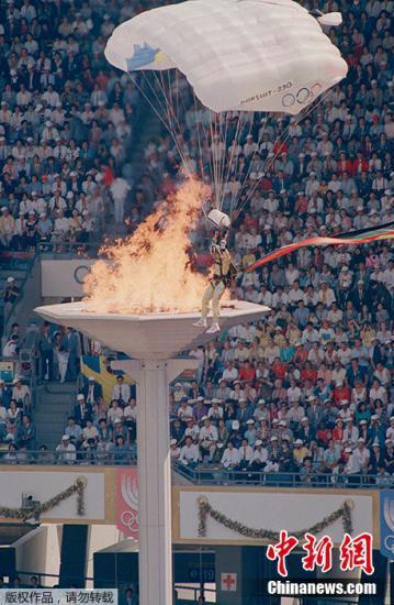 资料图:汉城奥运会开幕式《手拉手》以其感人的歌词、亲切的旋律迅速风靡全世界,成为至今最成功的奥运会主题曲。