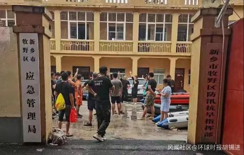 老胡采访了一位河南抗灾前线的新乡普通市民