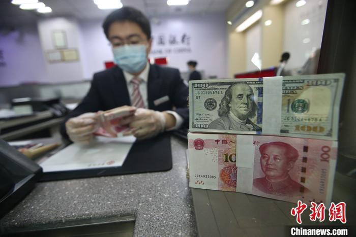 外汇局:上半年银行累计结售汇顺差8760亿元人民币