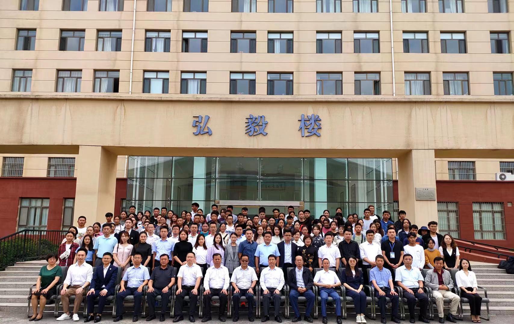 快讯   捐资助学高校学生助学金发放仪式在青海民族大学举行
