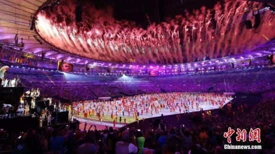 资料图:2016里约奥运会开幕式在里约热内卢马拉卡纳体育场举行。图为开幕式上的表演。中新网记者 盛佳鹏 摄