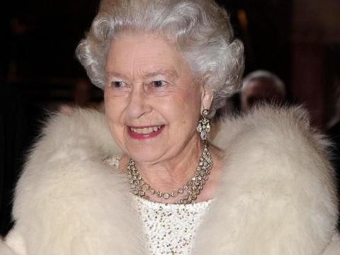 """英女王""""抗冻""""有绝招,13岁开始穿纯白皮草,93岁才宣布不穿真皮"""