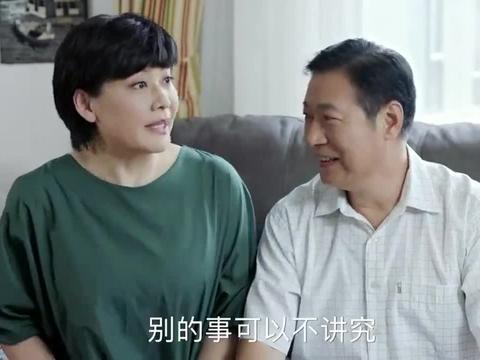 妈妈要选择良辰吉日结婚,被儿子嘲笑:大学教授居然这么样子的!