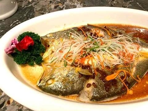 虫草花豆酱蒸黄鱼、黑椒松板肉、吉兮菜梗蒸南瓜