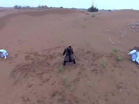 东煞被和尚围攻,分分钟破解他的刀法,几个动作KO他!