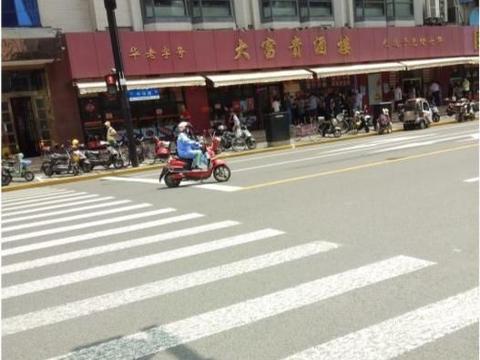 上海火了140年的老字号,三丁炒酱绝了,当地老人拿着饭盒来打包