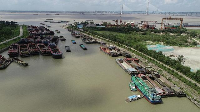 """台风""""烟花""""将对江苏省有严重风雨影响 各地进入防范状态"""