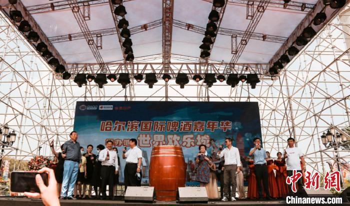 """哈尔滨国际啤酒嘉年华启幕:醉饮欧陆风情""""大观园"""""""