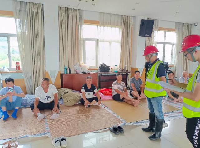 杭州建委发出防台工作提示单 施工现场工棚内居住人员全部撤离