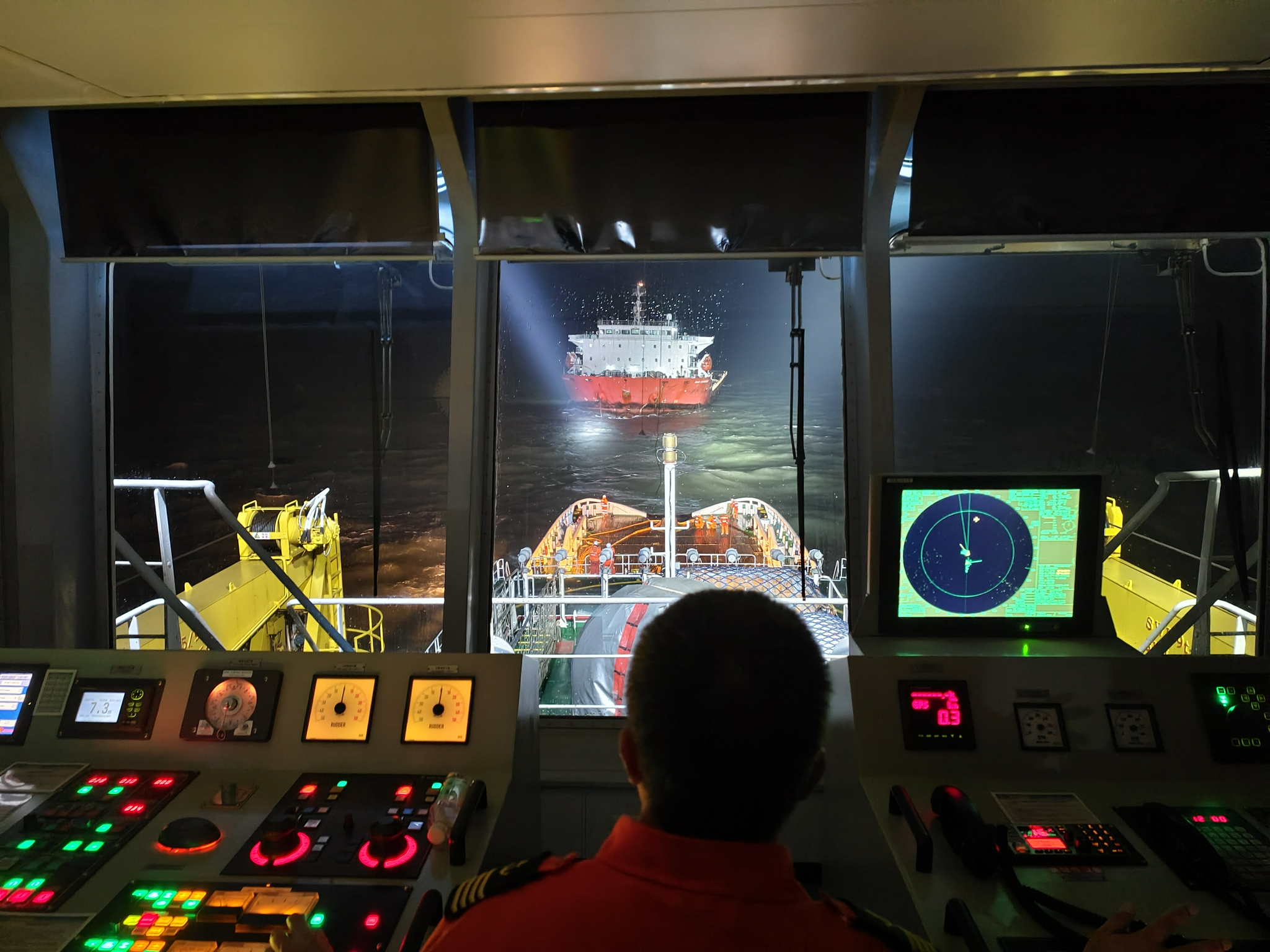 """一外籍轮船主机故障17名船员遇险,东海救助局派遣""""东海救101""""轮驰援"""