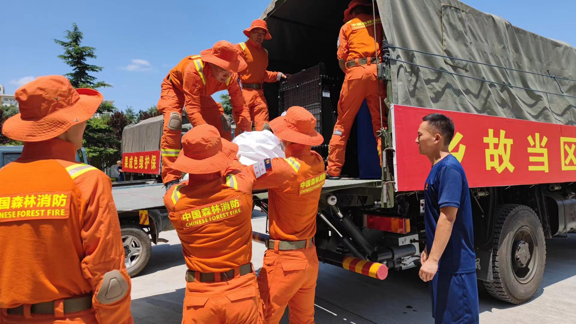 甘肃省森林消防总队千里驰援河南救灾一线