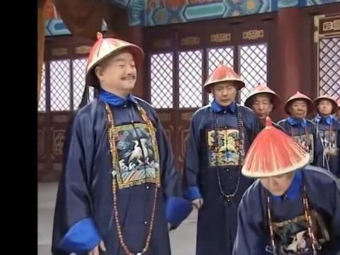 和珅和大臣串通说纪晓岚的是赝品,结果东西一亮,没人敢说是假的