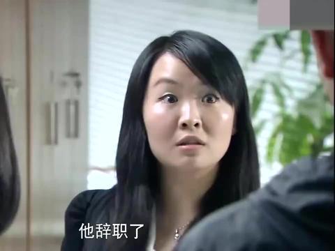 美女追公共汽车被交警拦住,不料美女亮出证件后,交警亲自送她