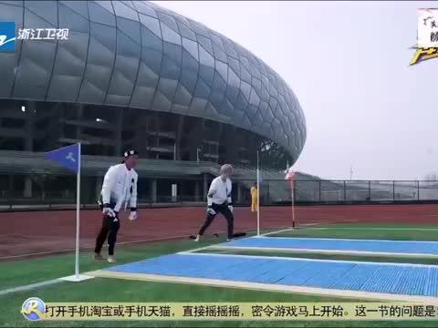 热巴不惧怕压板,鹿晗简直是足球天才少年,陆地组合超甜