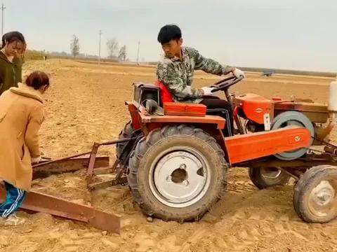 带孩子回村感受生活,去体验农民的劳动!