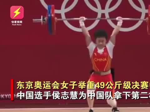 侯志慧合影时邀请亚军季军站上冠军领奖台,一个动作彰显大国风范