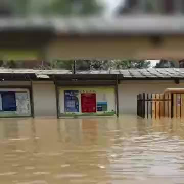 苏州市消防救援支队排水排涝、疏散被困人员、进行物资运送