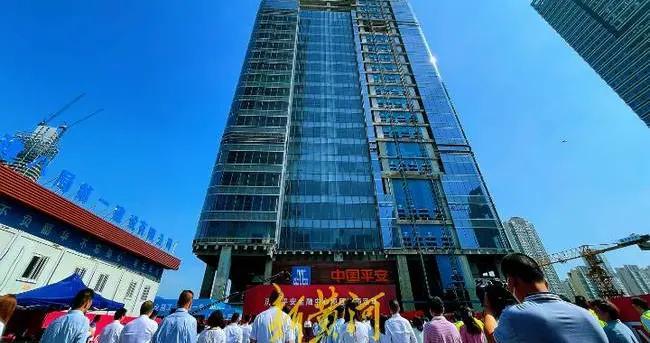 济南第二高楼:高360米的大楼结构封顶,周边经济要有新发展了
