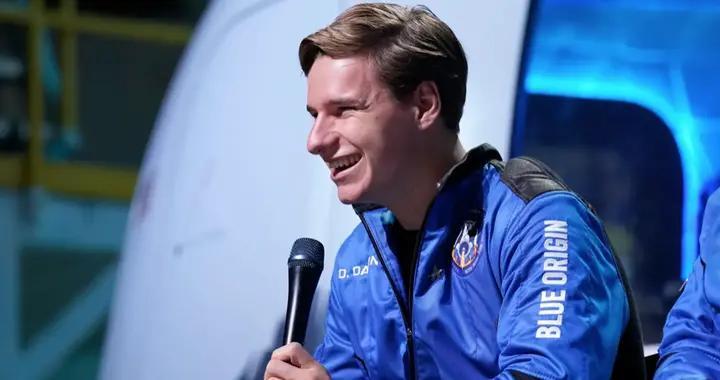 荷兰18岁少年完成与贝佐斯的太空之旅,谈及自己从不在亚马逊购物
