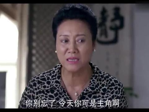 婆婆逼儿媳包46个饺子,中午之前还不能讲话,气得老婆暴打老公