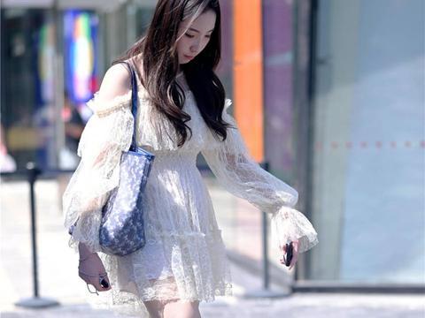 尖头细跟铆钉鞋,是夏季很多时尚姑娘的选择,穿出别样味道