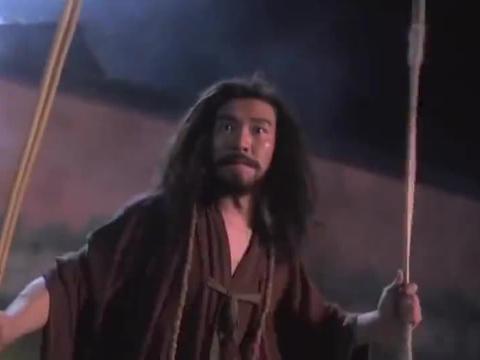 周星驰拿藤条打人,没想到打不会九世恶人,立马藤条换大刀!