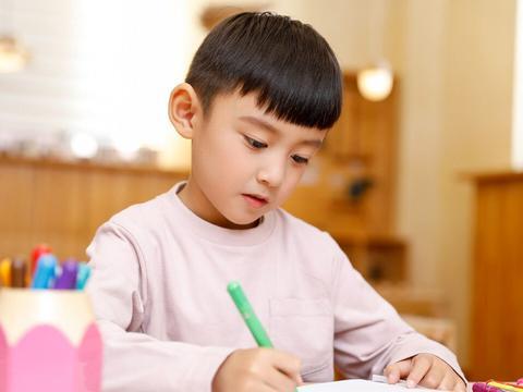 吃一次等于吃5根铅笔芯!儿科医生:很多家长还在天天给娃吃