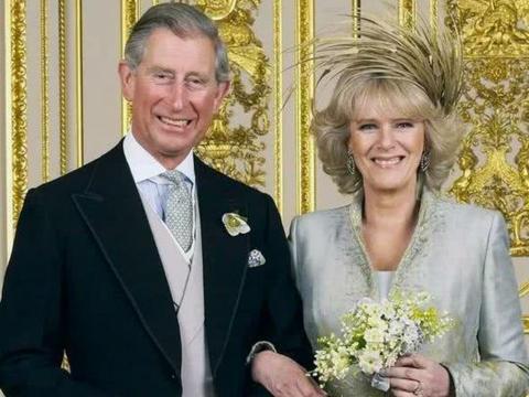 澳洲男拼了,拿儿子与女王照片做比,以证明自己是查尔斯的私生子