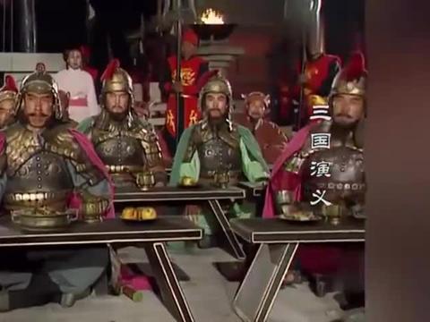 三国演义:曹操准备写诗,不料听闻刘备占领荆州,笔都吓掉了