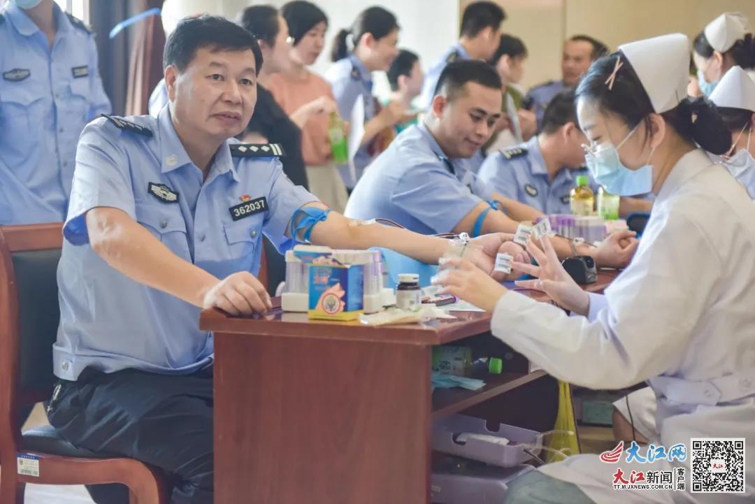 """5万毫升 江西省公安厅机关开展""""红色百年 热血献礼""""无偿献血活动"""