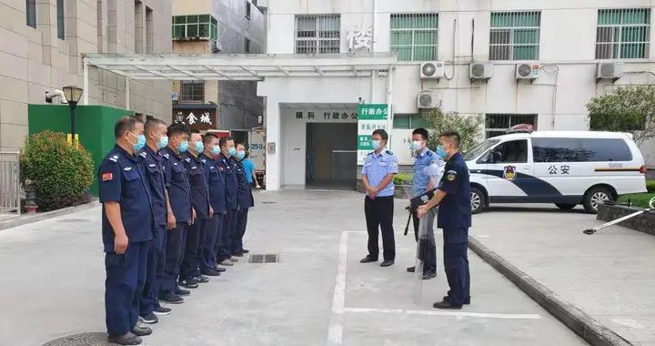 汉阴公安城关派出所为县医院保安进行消防和应急事件处置专题培训