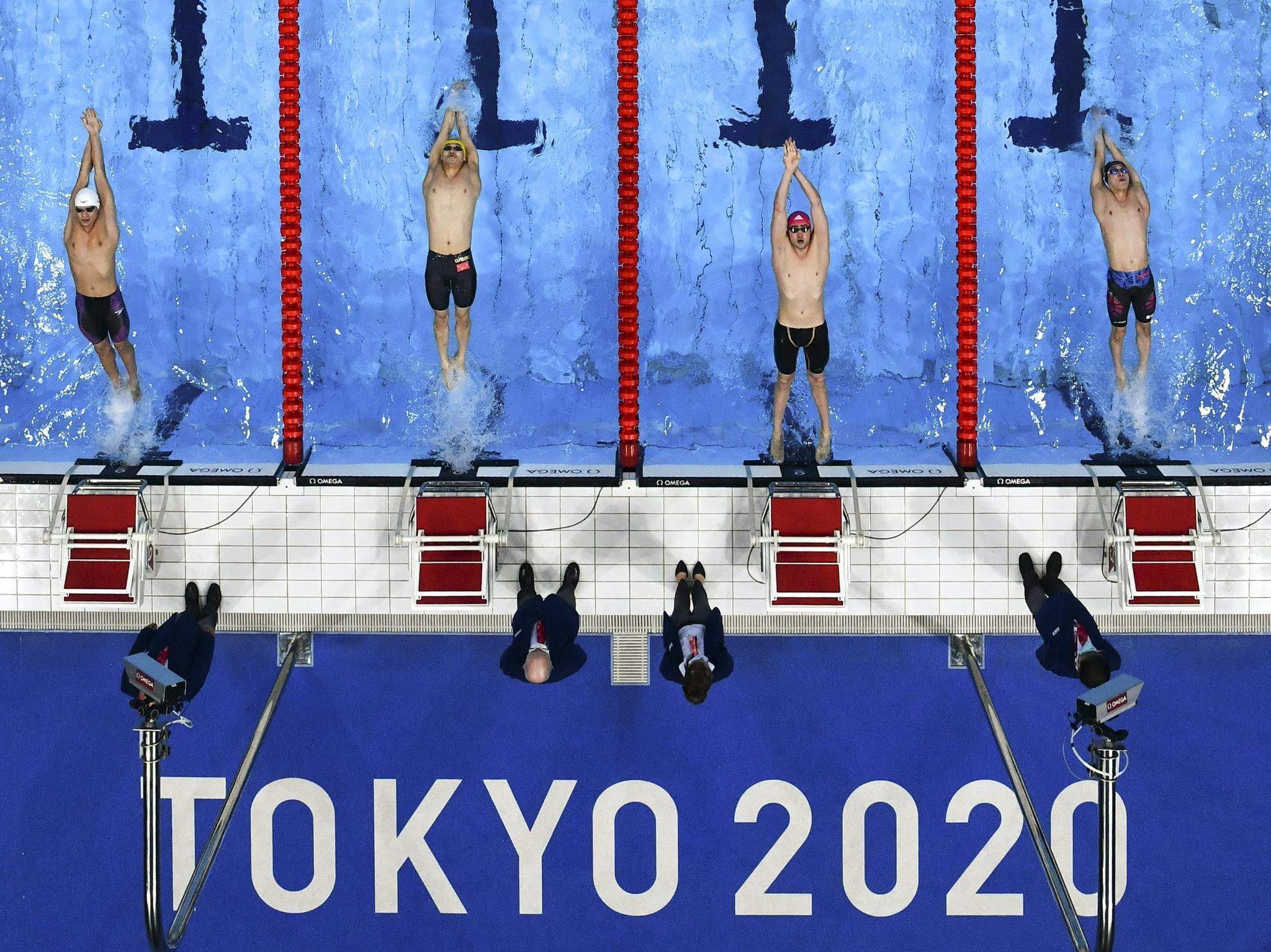 游泳——徐嘉余晋级男子100米仰泳决赛