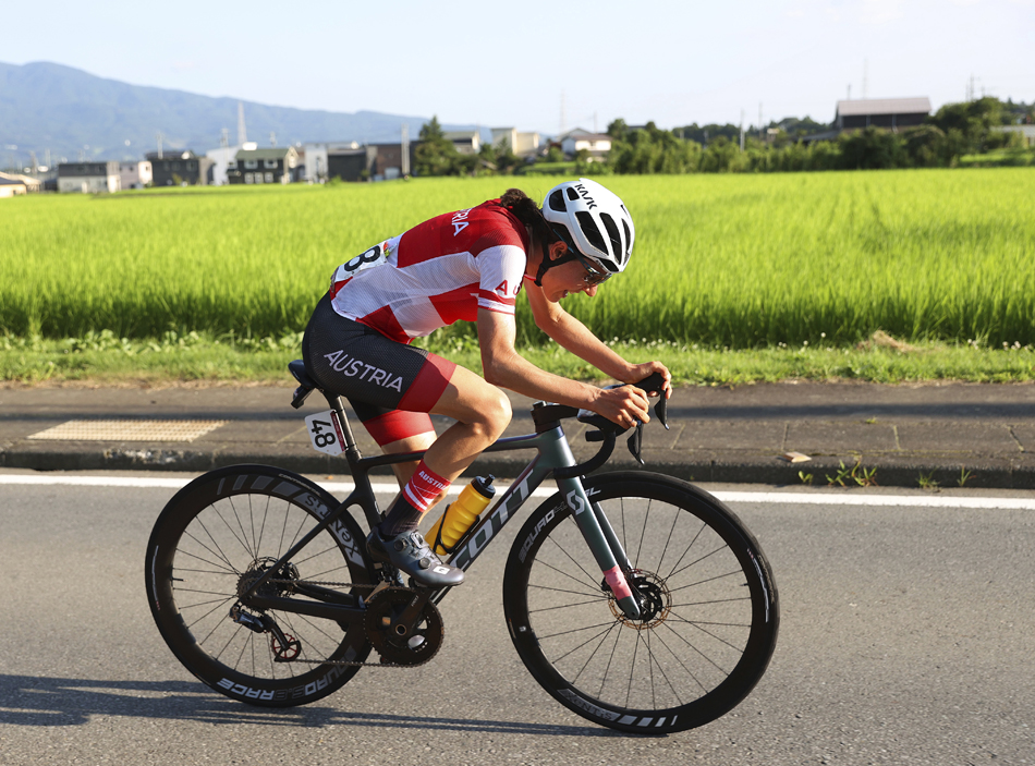 """安娜奋力骑行,赛后她说,""""我只是想到达终点。我的腿完全空了。我这辈子从来没有把自己清空这么多。"""""""
