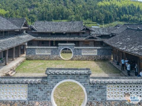 温州海拔最高的书院,历史悠久,采取公益性办学至今依然有学生