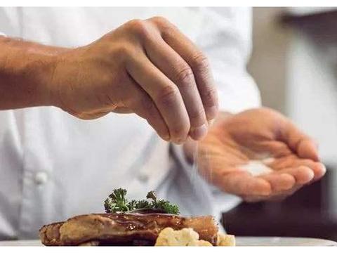 血压较高的人,除了少吃盐外,这种调味料也别多吃!早知早受益