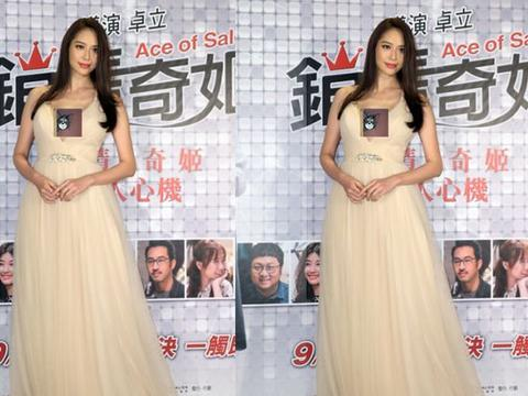 白歆惠的身材让女生看了都羡慕,散发成熟魅力,高级且有韵味