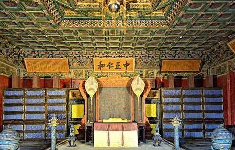 """故宫的养心殿为什么比其他宫殿阴冷,专家打开地板,发现""""猫腻"""""""