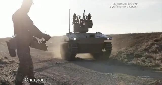 俄军机器人带温压弹,大开杀戒!猛烈扫射极端分子,3人瞬间毙命